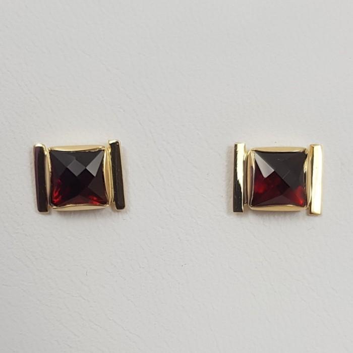 Boucles d'oreilles or 750 millièmes Grenats de Perpignan carrés