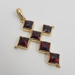 Croix or 750 millièmes Grenats de Perpignan carrés.